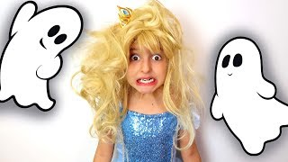 There are Ghosts in the House!! Princess Needs Help!!