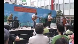 かぐや姫コピーバンドのDejavu(デジャブ) 2010年松戸伊勢丹前で行...
