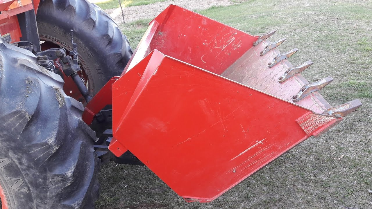 Large Capacity (0,8 m³) 3 Point Hitch Dump Bucket (in action 1/2)
