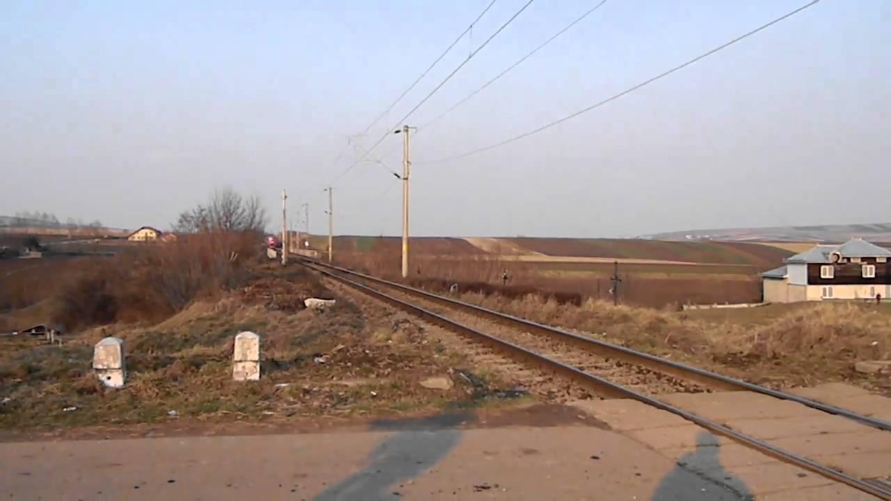 A 1765 Iasi-Timisoara tras de EA 699 trece prin Stroiesti cu 50 km/h ! 29.03.2011