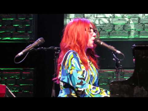 Tori Amos Brussels May 28th  2014 Famous Blue raincoat