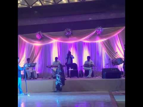 Sonakshi Sinha singing at her brother's marriage [home video]