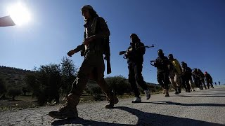 شاهد: دخول الجيش السوري الحر لعفرين .. وأردوغان يقول إن العلم التركي رفع في المدينة السورية…