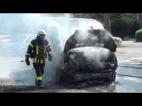 Zwei Transporter auf Parkplatz am Auestadion angezündet - Kassel