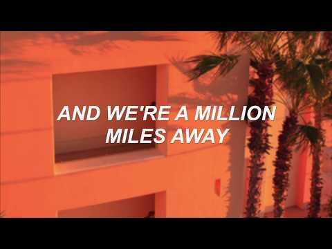 THE MOON SONG // BEABADOOBEE FT. PIG (LYRICS)
