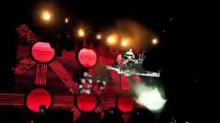 "Blink-182 ""Travis Barker Flying Drum Solo"" Summer Tour 2009"