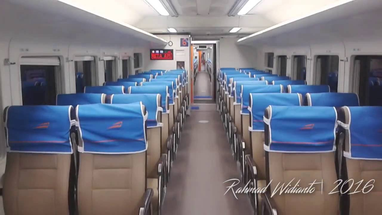 ilustrasi dalam gerbong KA Logawa kelas ekonomi