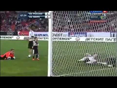 Siêu cầu thủ 8 tuổi ghi bàn trong trận có huyền thoại Roberto Carlos 1