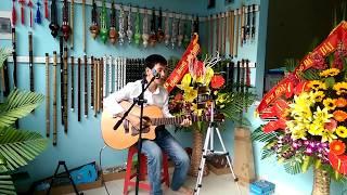 Tuổi hồng thơ ngây || Cao trí minh đệm hát guitar :((