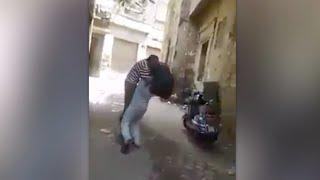 """فيديو.. واقعة تنمر جديدة بمسن يحمل حقيبة على ظهره بسوهاج: """"شالوه ولفوا بيه"""""""