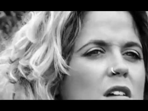 Amy Wadge - Hold Me