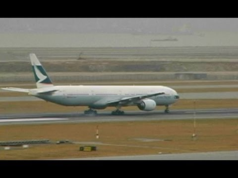 777 Aborts Takeoff, Resumes down the runway!