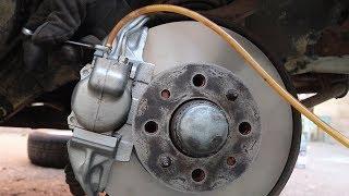 видео Замена тормозной жидкости lada 2106 (ваз 2106)