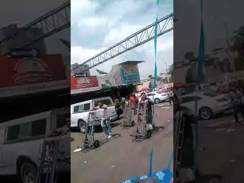 MARIACHI ENTREGA DE REGALO Y PAYASO EN EL AGROPECUARIO