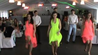 Танец друзей на свадьбе !