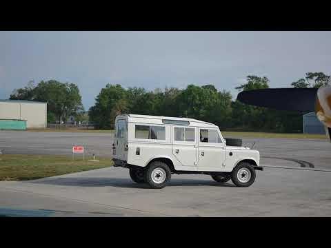 ECD Land Rover Series IIA Project Henry mit V8 LS3 Motor und über 400 PS