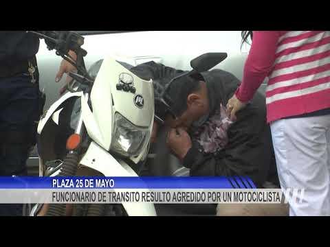 Un motociclista agredió a un agente de transito