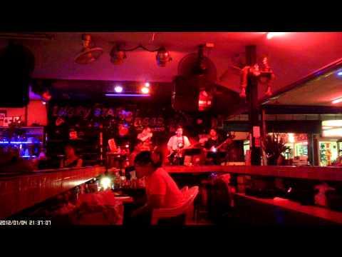 Live music Pattaya : Lucky star beerbar - Beach road soi 8