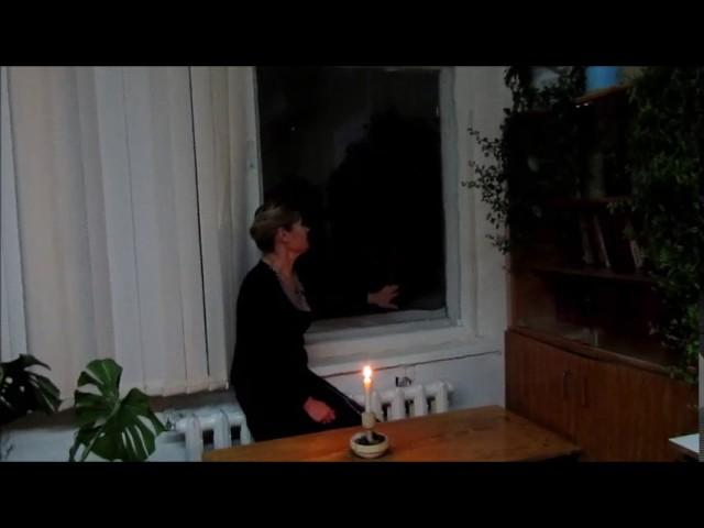 Изображение предпросмотра прочтения – Светлана АлександровнаАнтропова читает произведение «Свеча горела на столе» Б.Л.Пастернака
