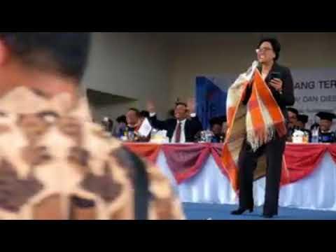 Sri Mulyani menyanyikan Sai Anju Ma Au
