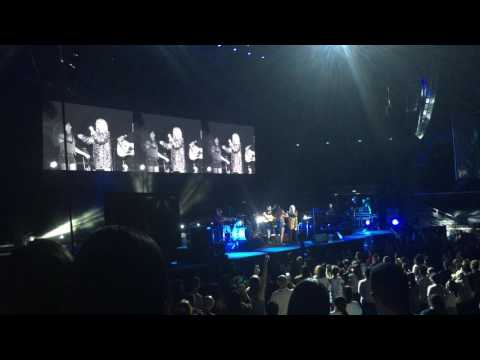 Jessie J - Masterpiece (brings fan onstage) - Singapore, 26/5/2016