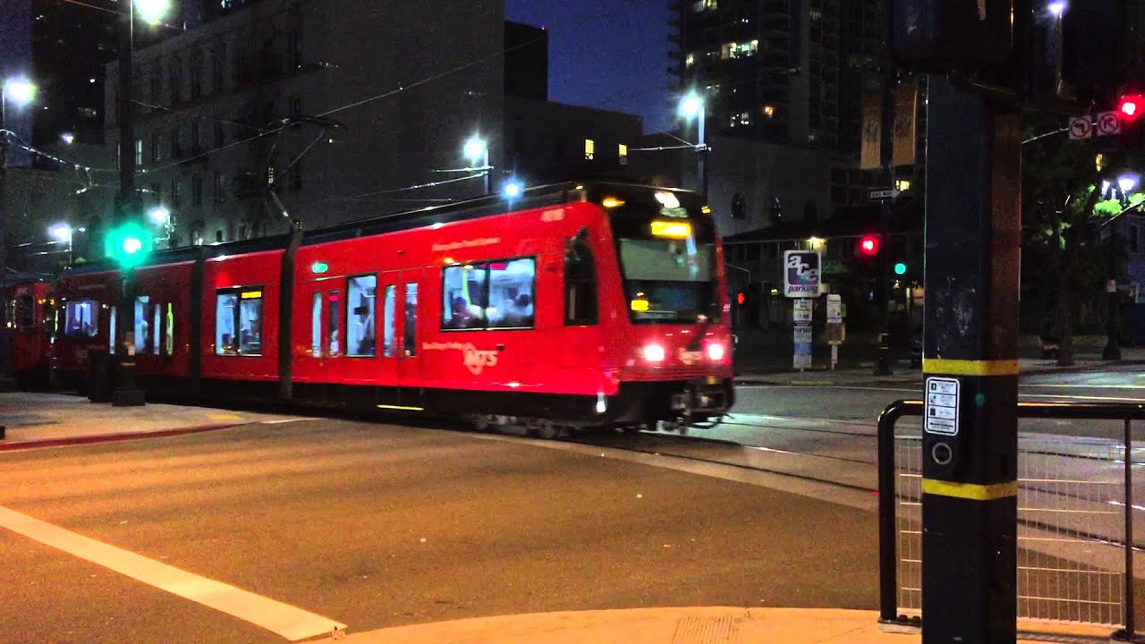 San Diego MTS Light Rail Trolley Arriving At City College ...