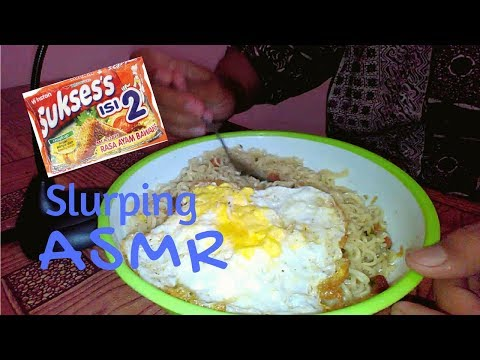 ASMR Eating Sounds || Eating Mie Sukses Isi 2 + Sunny Side Up Eggs || ASMR Indonesia