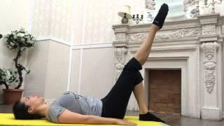 Упражнение для внутренней поверхности бедра по методу Pilates(В этом видео вы узнаете упражнение по методу Pilates. ИП: лежа на спине. Растяните позвоночник по всей длине..., 2015-10-27T08:45:10.000Z)
