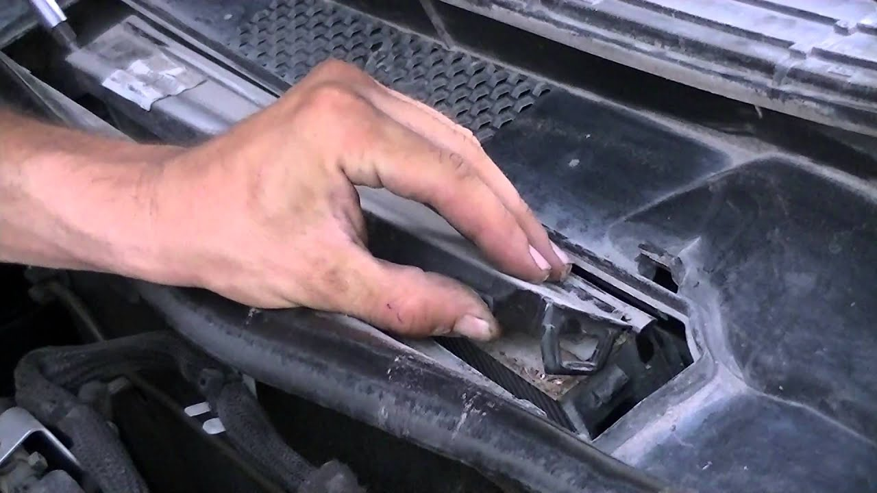 how to change air cabin pollen filter in mercedes b200 youtube. Black Bedroom Furniture Sets. Home Design Ideas
