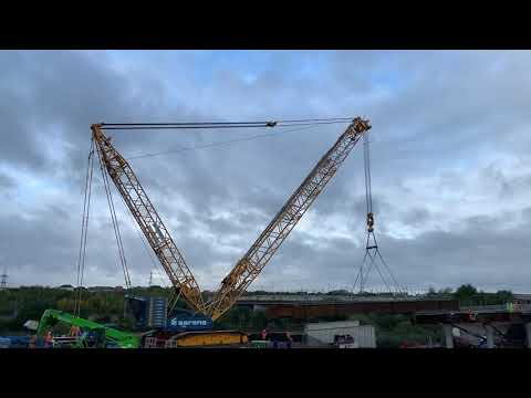 Fourth beam is lifted into Springhead Bridge