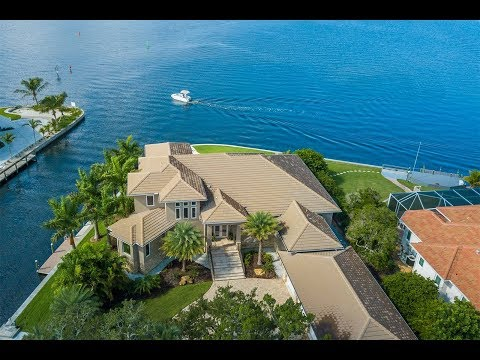 Stately Waterfront Residence in Sarasota, Florida | Sotheby's International Realty