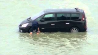 Mont-Saint-Michel : How to distroy 1 car in 10 minutes and 2 in 30 minutes