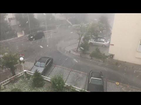 İstanbul'da fırtına ve dolu hayatı felç etti