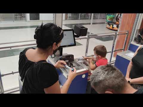 Primele 12 sisteme self checkout produse de Magister implementate in hypermarketurile Remarkt