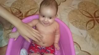 يوميات أريج طفلة مدللة : أريج و فصل الصيف استحمام جميل لأريج و هكدا يجب عليك ان تفعل من أبنائك