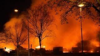 primeur brandweer 2xts 2xha 4xdienstauto s mcu ovd g komen aan bij grote brand tilburg
