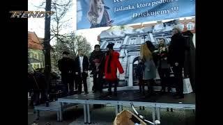 Roksana Węgiel  na rynku w Jaśle