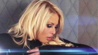 Смотреть клип Roxana Nemes - Give A Little More