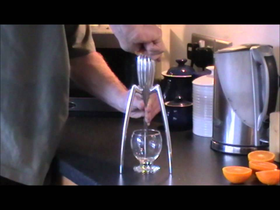 mr waite tests philippe starck 39 s juicy salif youtube. Black Bedroom Furniture Sets. Home Design Ideas