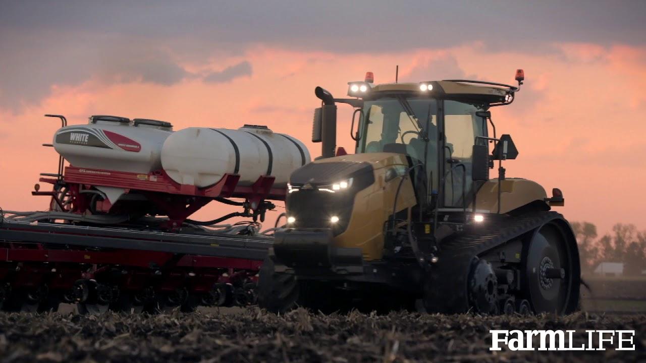 Walkaround of the Challenger MT700 Series Tractor