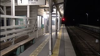 中央リニア新幹線との接続駅になる可能性がある夜の飯田線元善光寺駅の駅前と駅構内の風景