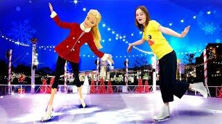 Новые видео онлайн - Кукла Барби учится кататься наконьках! - Лучшие игры для девочек.