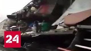 Поезд против грузовика: пострадали 11 взрослых и четверо детей