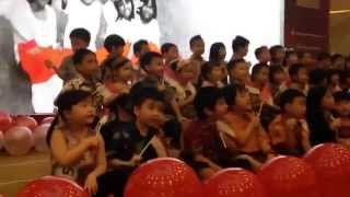 Kaylin singing Indonesian Patriotic Song in Grand City