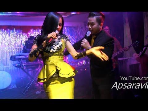 ចាក់ដល់ឆ្អឹងស - Sreymao & Samal sing  Lamleav song at 2017 Cambodian New Year Party in Long Beach