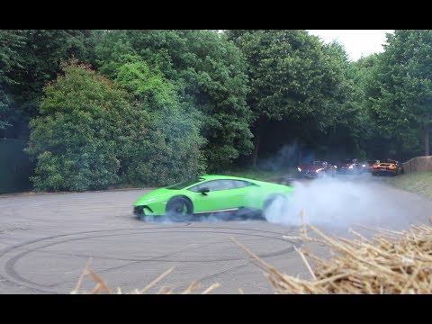 SUPERCARS DO DONUTS! Huracan Performante, New Ford GT