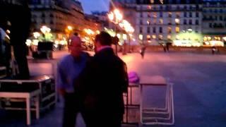 Thomas Canto concentré sur le set #parispinklight Thumbnail