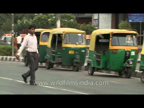 Traffic passing by Vishwavidyalaya metro station