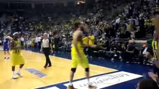 Ekpe Udoh Basket Faul'u Alır Gigi Datome Kendinden Geçer