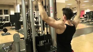 #B001 - Latziehen zur Brust mit breitem Griff